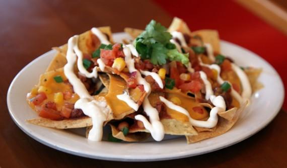 Veggie-grill-nachos-570x333